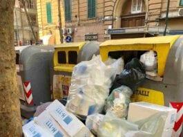 Vomero, via Scarlatti campane con rifiuti